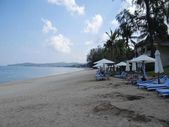 Outrigger Laguna Phuket Beach Resort: La playa