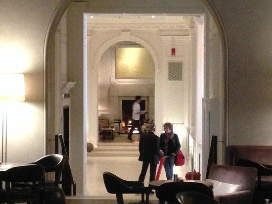 PUBLIC Chicago: Lobby desde Pump Room