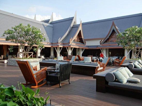 Outrigger Laguna Phuket Beach Resort: Terrazas para el Sunset