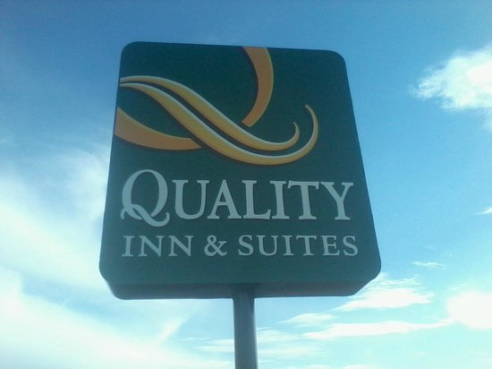 Quality Inn & Suites North Albuquerque: Hotel Sign