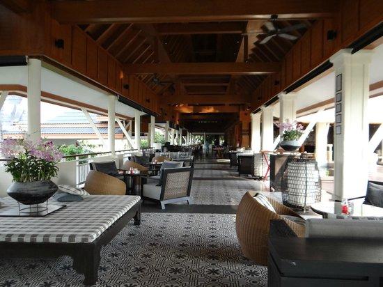 Outrigger Laguna Phuket Beach Resort: Lobby