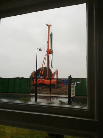 Castle Lodge Hotel: Pile Auger seen from the window