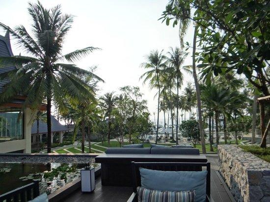 Outrigger Laguna Phuket Beach Resort: Patio