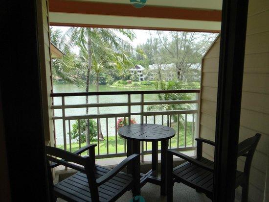 Outrigger Laguna Phuket Beach Resort: Terraza de la habitacion
