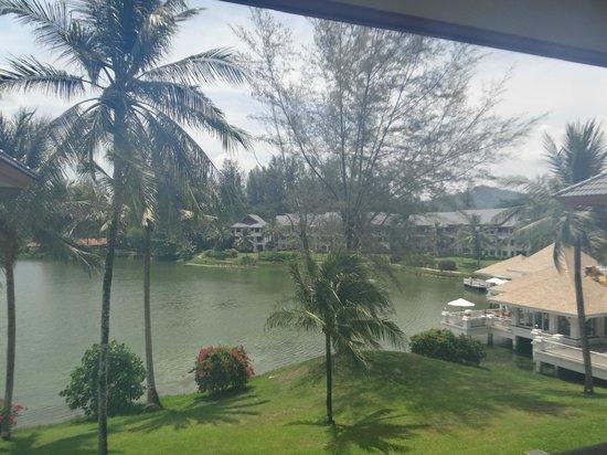 Outrigger Laguna Phuket Beach Resort: La Laguna