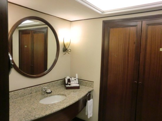 JW Marriott Hotel Dubai: Dressing room