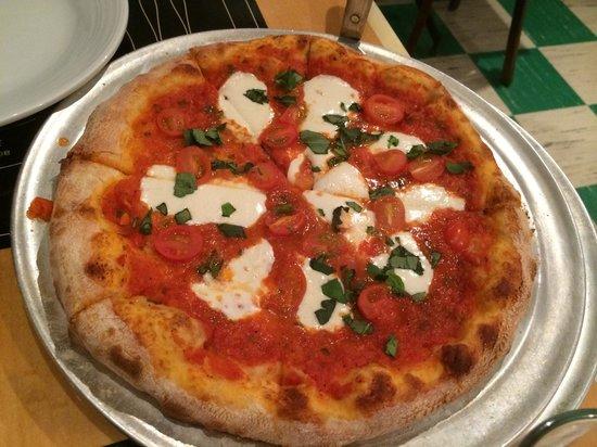 Pantaleone's New York Pizza: Margherita pizza