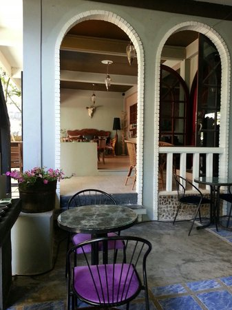 South Andaman Sea Hot Spa Resort: Restaurant and Coffee bar area