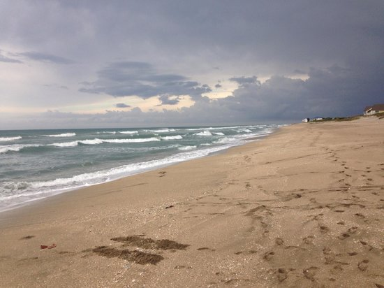 Hutchinson Island Marriott Beach Resort & Marina: view on the Marriott Beach before an evening storm