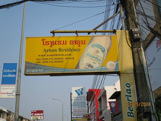 Aroon Residence Vientiane : The sign on the street to watch for!