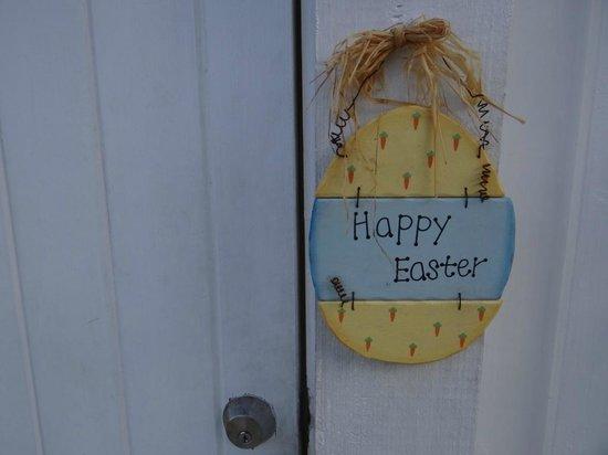The Horny Toad Guesthouse : veja o carinho. era páscoa. arranjo em nossa porta