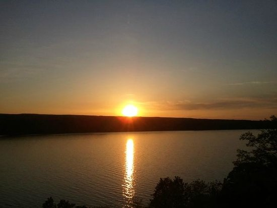 Finger Lakes Waterfall Resort: Sunset