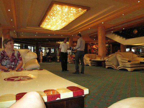 Golden 5 Paradise Resort: не новая мебель