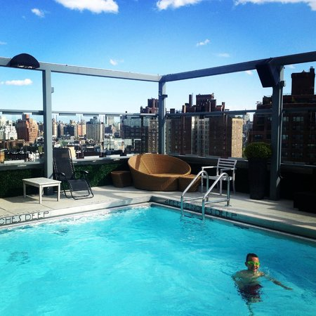 Gansevoort Meatpacking NYC: Amazing wiew and heated pool