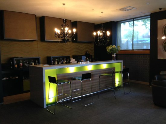 AC Hotel Alicante: Bar Area 2