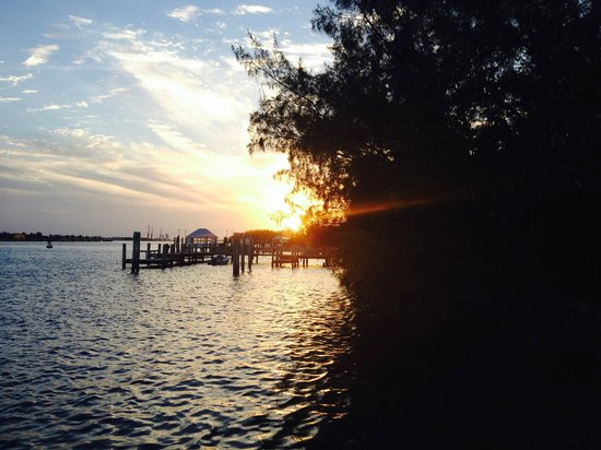 Sivananda Ashram Yoga Retreat: Sunset on the docks