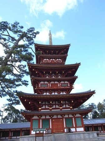 Yakushi-ji Temple: 薬師寺