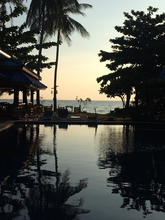 Sea Sand Sun Resort: Sunset view from the pool
