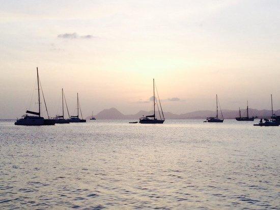 Residence de l'Anse Caritan: Vue depuis la plage de saint Anne