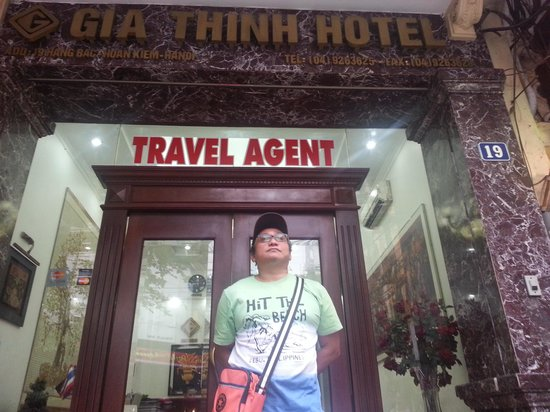 Gia Thinh Hotel: at the front of the hotel