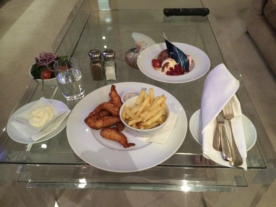 the g Hotel & Spa Galway: In-Room dining. Local Chicken & Chips