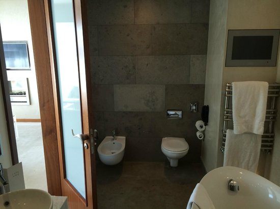 the g Hotel & Spa Galway : Junior Suite Bathroom