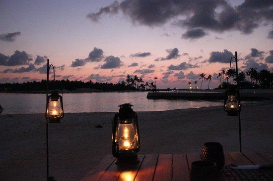 Niyama Private Islands Maldives : Honeymoon meal on the beach
