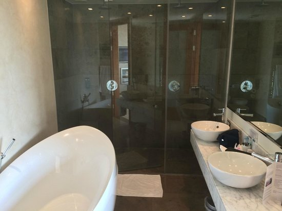 the g Hotel & Spa Galway: Junior Suite Bathroom