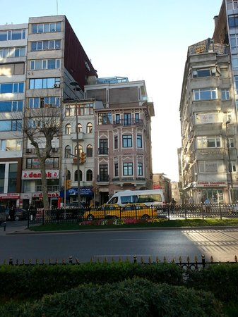 Konak Hotel: Street view of the hotel