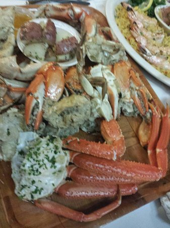 Rustic Inn Crabhouse : Crab sampler with over different crabs sooooooooooo much eat over a hour and can't finish this t