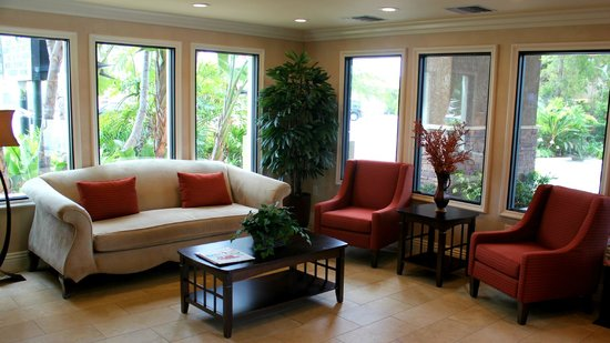 Quality Inn & Suites Maingate : New lobby