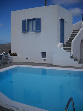 Remezzo Villas: Pool with room behind it