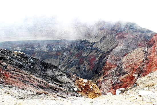 Santa Ana Volcano: Take time to check out the vivid colours of the rocks.