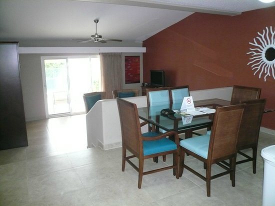 Simpson Bay Resort & Marina : Dining / Living Rm