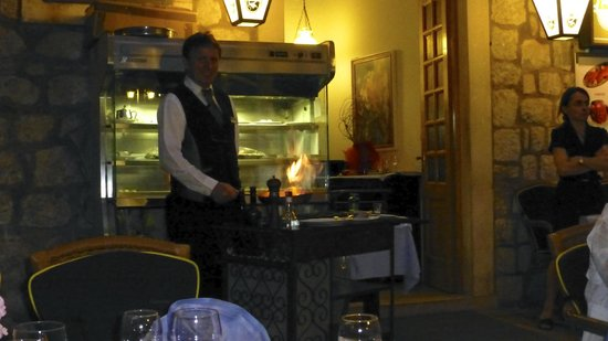 Restaurant Domino : Preparing our Crêpe Suzette