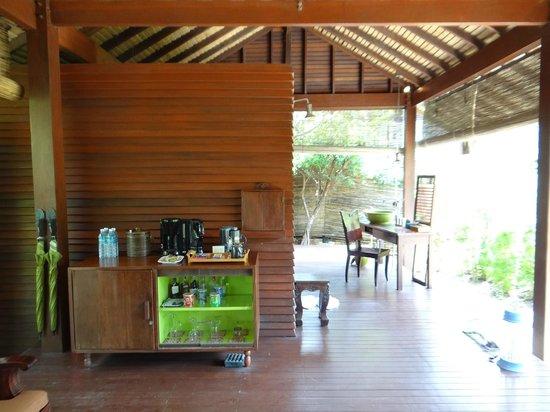 Zeavola Resort : Zona de ducha y banos