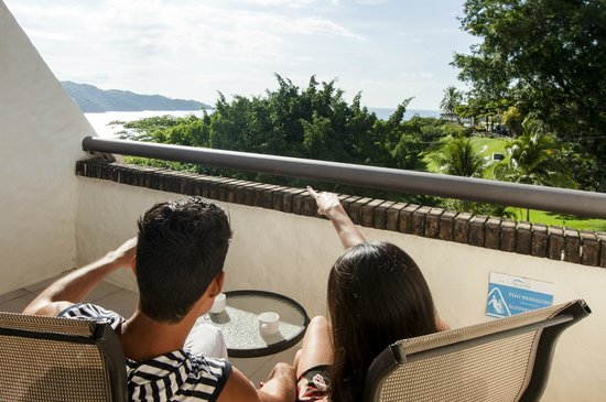 Villas Sol Hotel & Beach Resort: Balcon en la  Habitacion