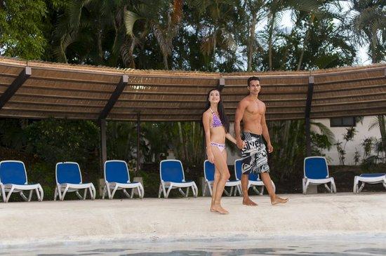 Villas Sol Hotel & Beach Resort: Piscina