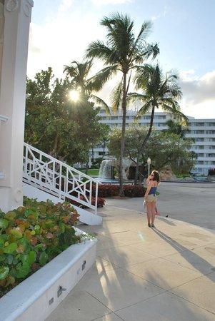 Melia Nassau Beach - All Inclusive : vue hotel côté plage