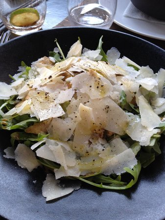 Le 111: Salade d'artichauts, roquette et parmesan