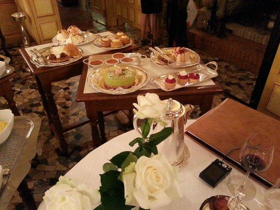 Paul Bocuse, Auberge du Pont de Collonges : Le chariot des desserts