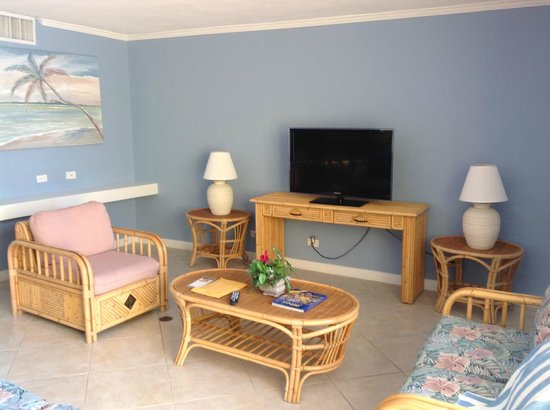 Blue Water Resort on Cable Beach : living room