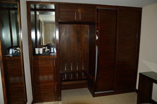 DoubleTree by Hilton Hotel Aqaba : Garderobe
