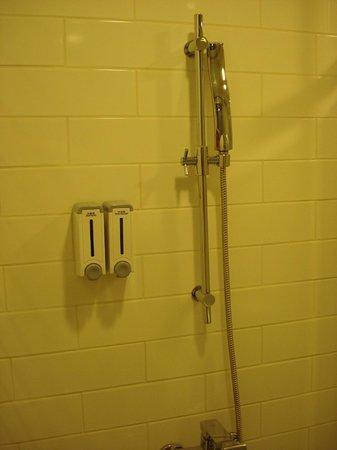 CU Hotel Taipei Branch: very powerful shower head, guaranteed comfiness