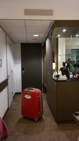 Van der Valk Hotel Amersfoort A1: Вместительный шкаф, кофеварка + кофе/чай/сливки/сахар, холодильник, кондиционер