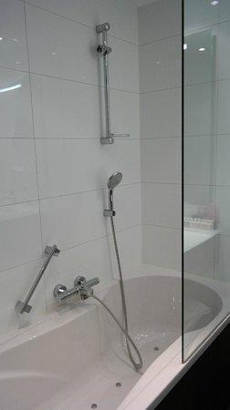 Van der Valk Hotel Amersfoort A1: Ванная, а не душевая