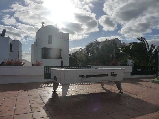 Molino de Guatiza Apartments: esterno biliardo a pagamento 1 euro