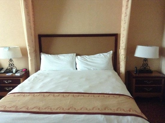 South Point Hotel, Casino and Spa: Comfortable Bed