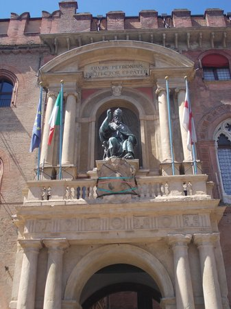 Piazza Maggiore : p.zza maggiore - statua san petronio