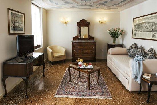 Hotel Agli Alboretti: Salotto Junior Suite